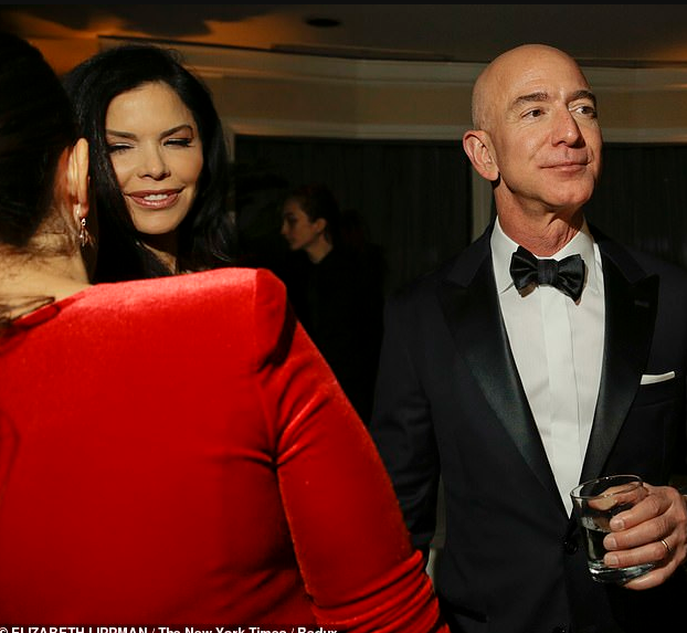 'I want to smell you, I want to breathe you in': Jeff Bezos' sent steamy text messages and photo of his genitals to married TV anchor (screenshots)