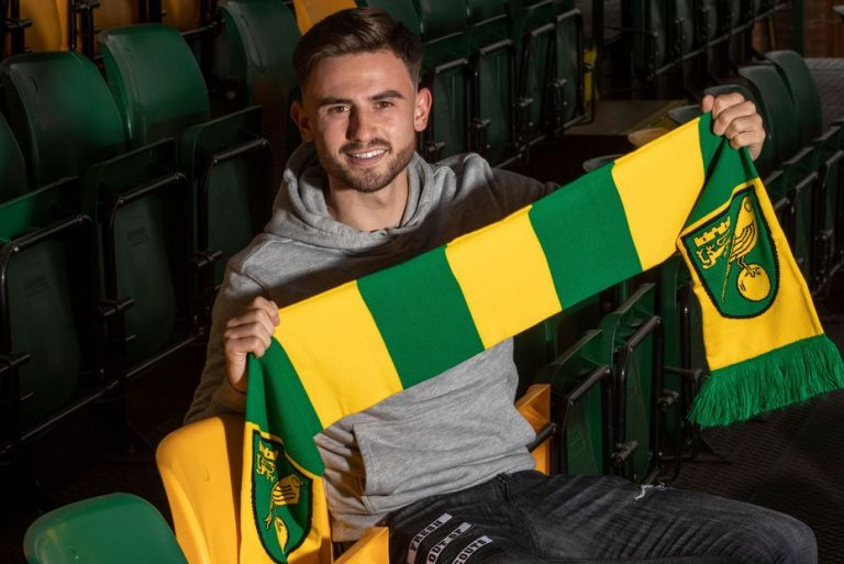 Norwich sign Man City's Roberts on loan