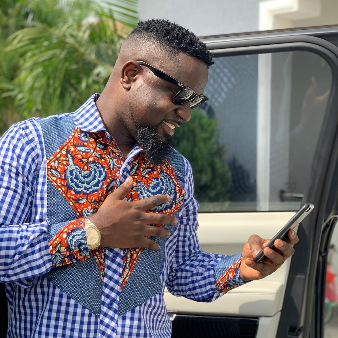 Sarkodie falls in love with African wear – PHOTOS – Talk of Naija