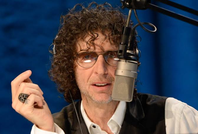 """""""I hate you for voting for him, for not having intelligence"""" Howard Stern blast Trump supporters"""