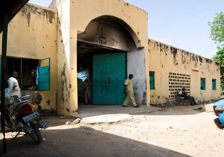 Two prison officials and five inmates injured in Bauchi prison riot