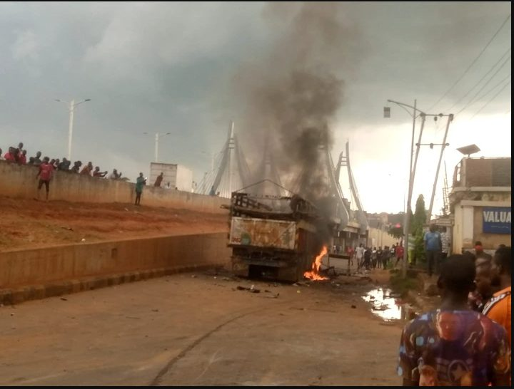 Video shows a Lorry-load of Cows being burnt by youths in Akwa, after it crushed 8 hawkers